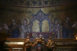 Христос и Ангелы из Евхаристии, мозаика в алтарной апсиде, Собор Святой Софии, Киев, XI век
