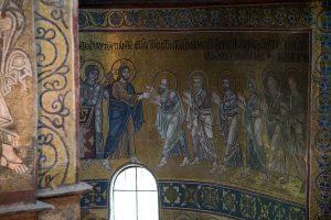 Христос причащает Апостолов Своею Кровию, фрагмент Евхаристии, мозаика в алтарной апсиде, Собор Святой Софии, Киев, XI век