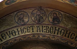 Деисис - Иисус Христос с предстоящими Пресвятой Богородицей и Иоанном Предтечей, мозаика на алтарной арке, Собор Святой Софии, Киев, XI век
