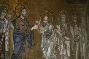 Христос причащает Апостолов, фрагмент Евхаристии, мозаика в алтарной апсиде, Собор Святой Софии, Киев, XI век
