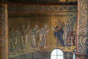 Христос причащает Апостолов Свему Телу, фрагмент Евхаристии, мозаика в алтарной апсиде, Собор Святой Софии, Киев, XI век