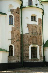 Апсиды собора с открытыми участками оригинальной кладки