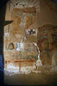 Два слоя фресковой живописи 11 века