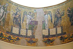 Евхаристия, фрагмент. Мозаика из алтарной апсиды Михайловского собора, Киев, ок. 1112 г.